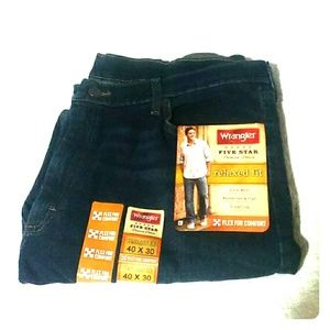 NWT Wrangler  Relaxed Fit Straight Leg Jeans 40x30